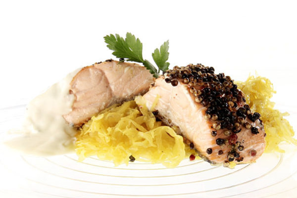 Salmone Ai 3 Pepi, Emulsione Al Limone E Yogurt, Crauti Al Curry Dolce | Zuccato