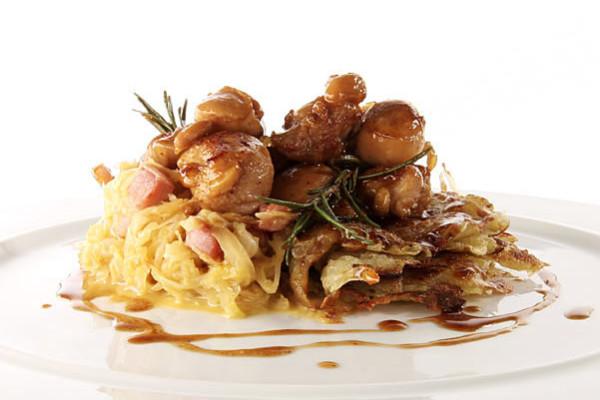 Fusi Di Pollo Laccati Al Marsala, Rostii Di Patate In Ventaglio E Crauti In Carbonara | Zuccato